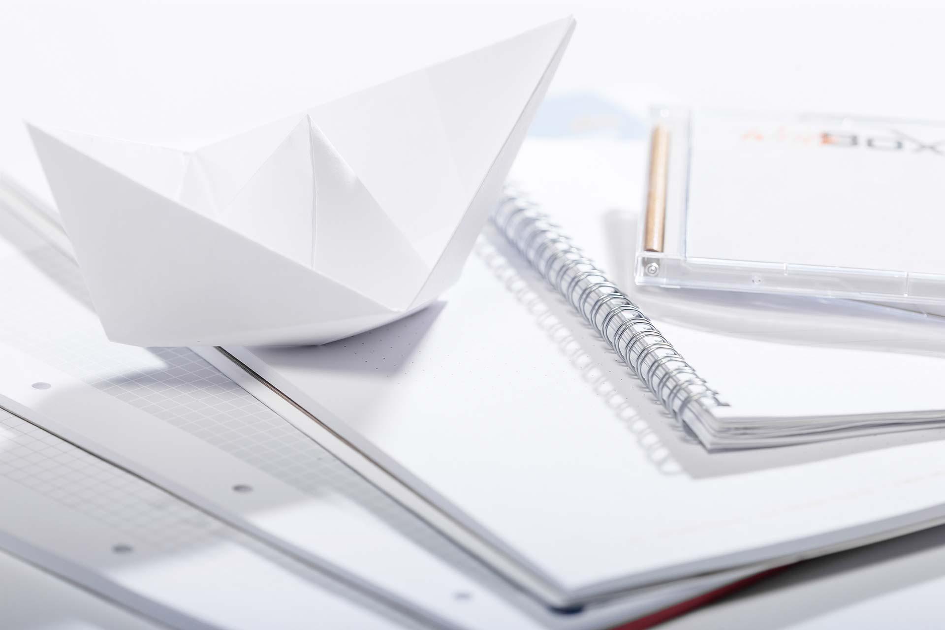 ideen aus papier scheibbl cke schreibtischaufleger und die writebox. Black Bedroom Furniture Sets. Home Design Ideas